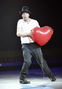 Herr Niels mit Herzballon